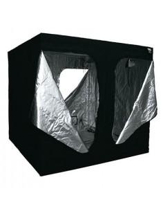 Black Box (300 x 300 x 220 cm)